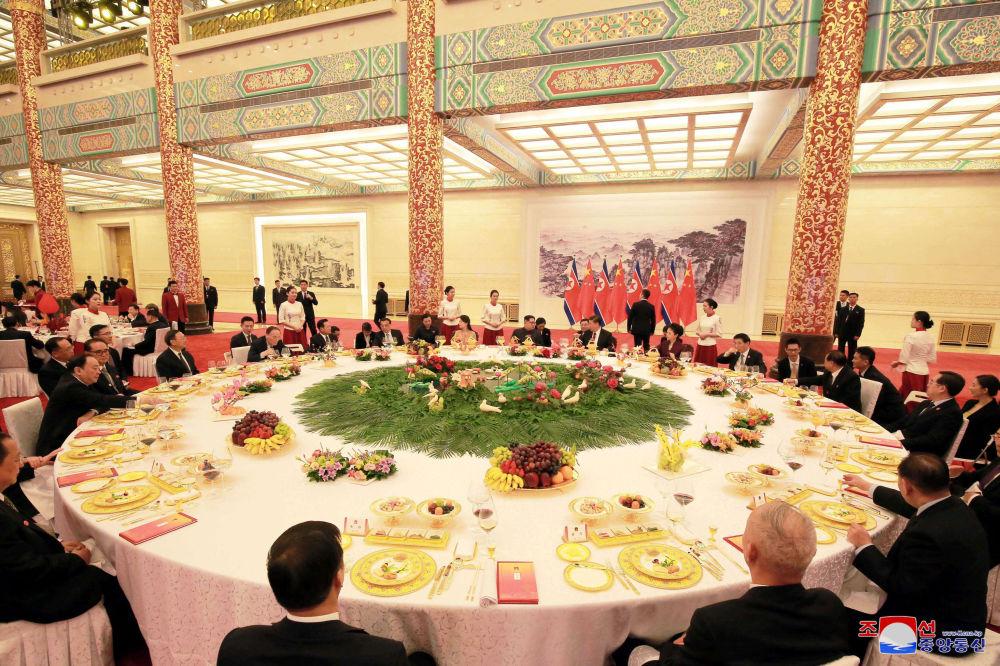习近平为金正恩举行欢迎宴会。