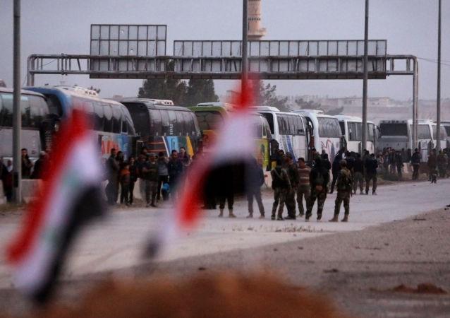 叙政府军在俄军协助下组织平民重返东古塔地区