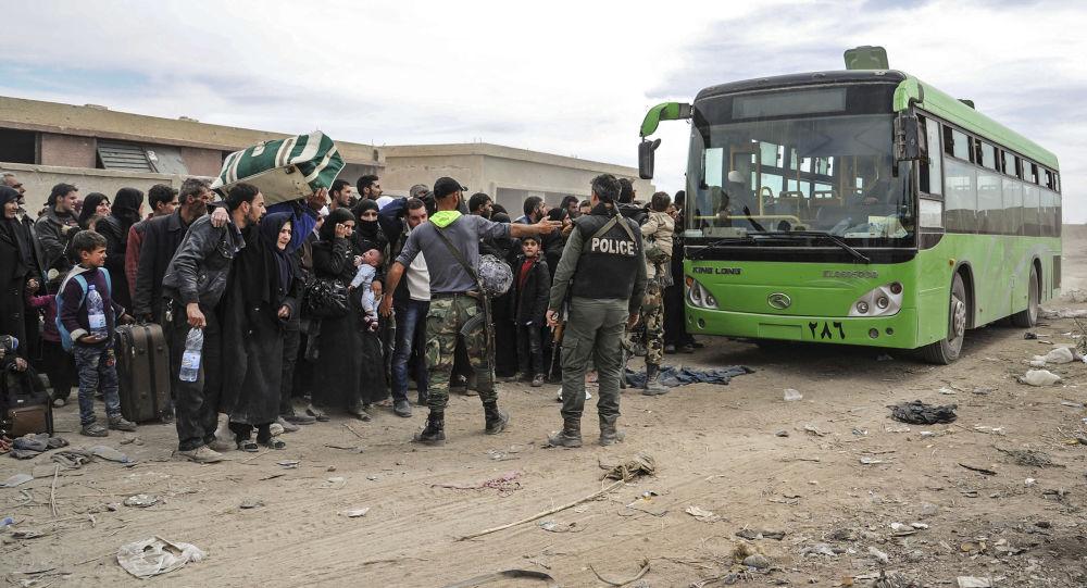 俄军向叙东古塔居民运送8.5吨人道主义援助