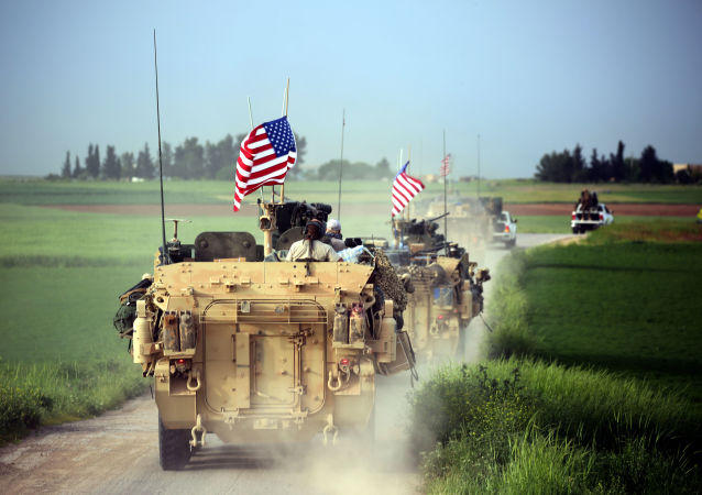 Американские войска в сопровождении Курдских отрядов военной самообороны на границе Сирии с Турцией