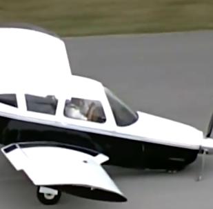 飞行员在飞机硬着陆后亲吻土地