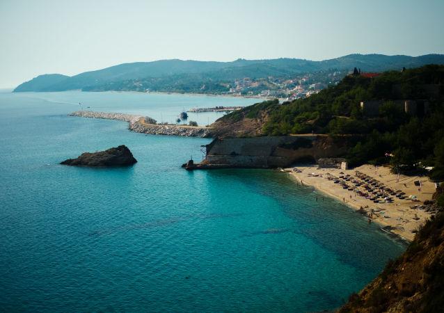 希臘護衛艦在最大演習中擱淺