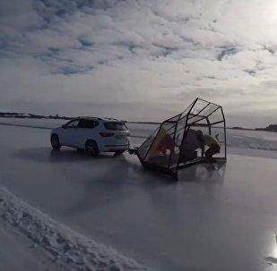 荷兰选手纽斯创速度滑冰世界记录——93公里/小时