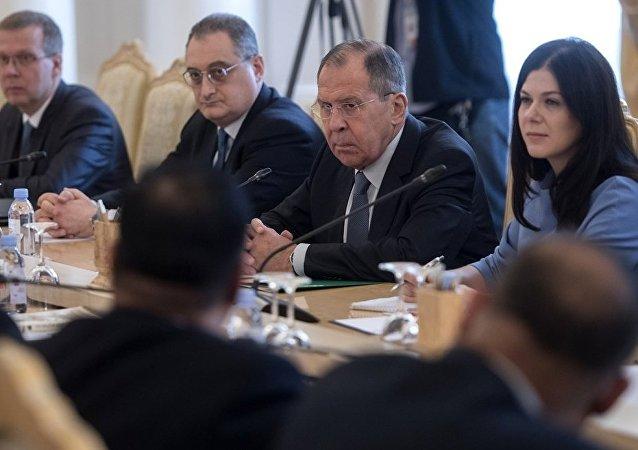 俄罗斯外长拉夫罗夫在与孟加拉国外长艾哈迈德·阿里举行会谈