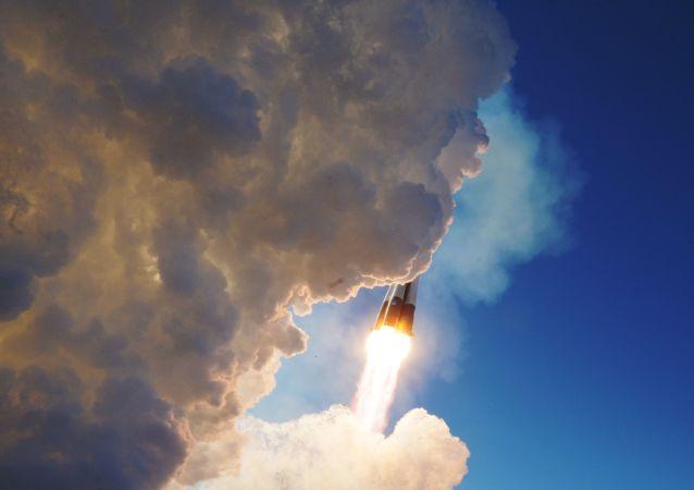 """俄中央军区飞机将""""联盟MS""""号飞船返回舱运回莫斯科"""