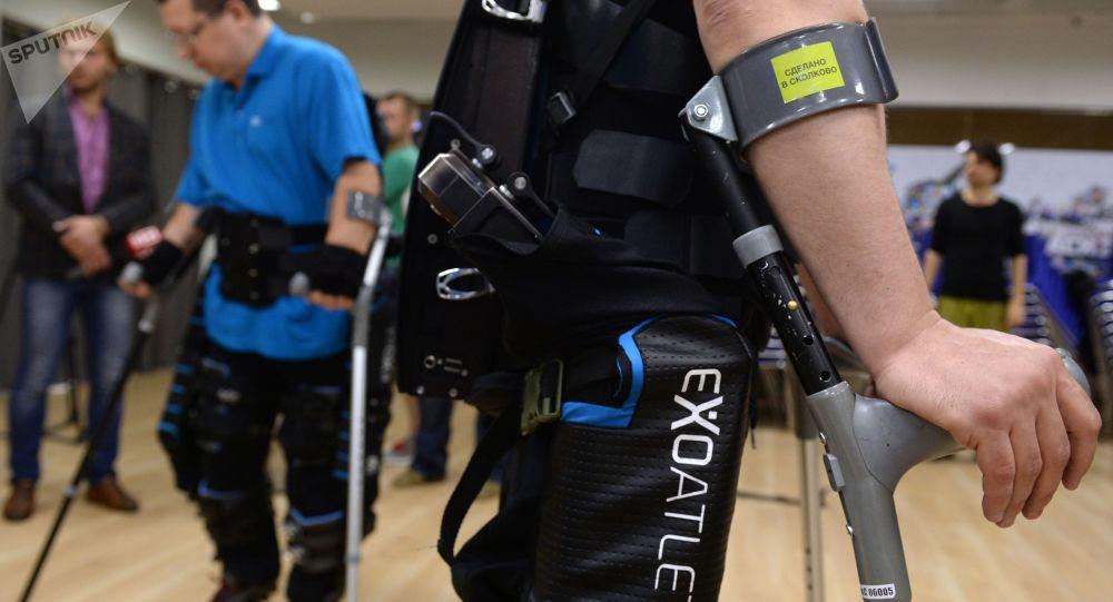 俄科学家正在开发一种能捕捉肌肉信号的外骨骼