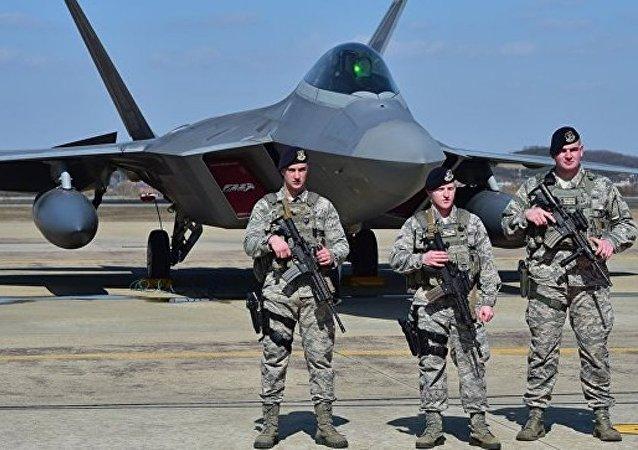 美国在亚太地区有40多万驻军、50个大型军事基地和200座军事设施