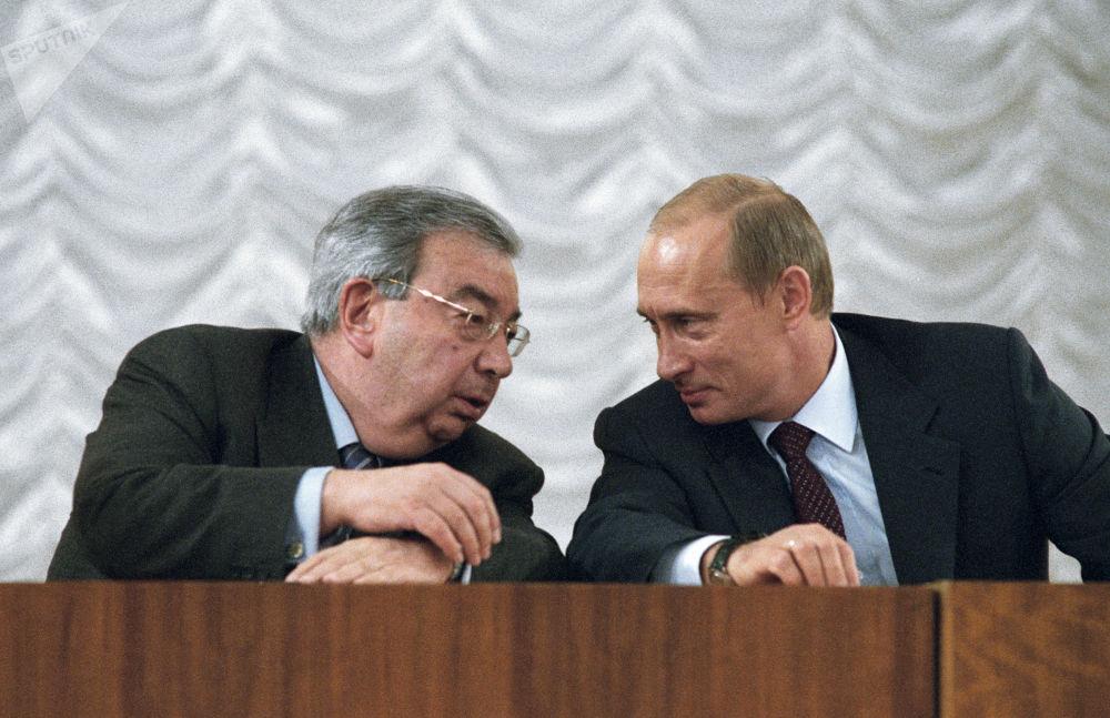 俄羅斯總統弗拉基米爾∙普京與俄羅斯工商會主席葉夫根尼∙普里馬科夫交談,2003年