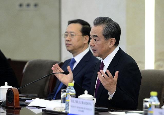 中国外长与联合国秘书长强调抵制保护主义和坚持多边主义