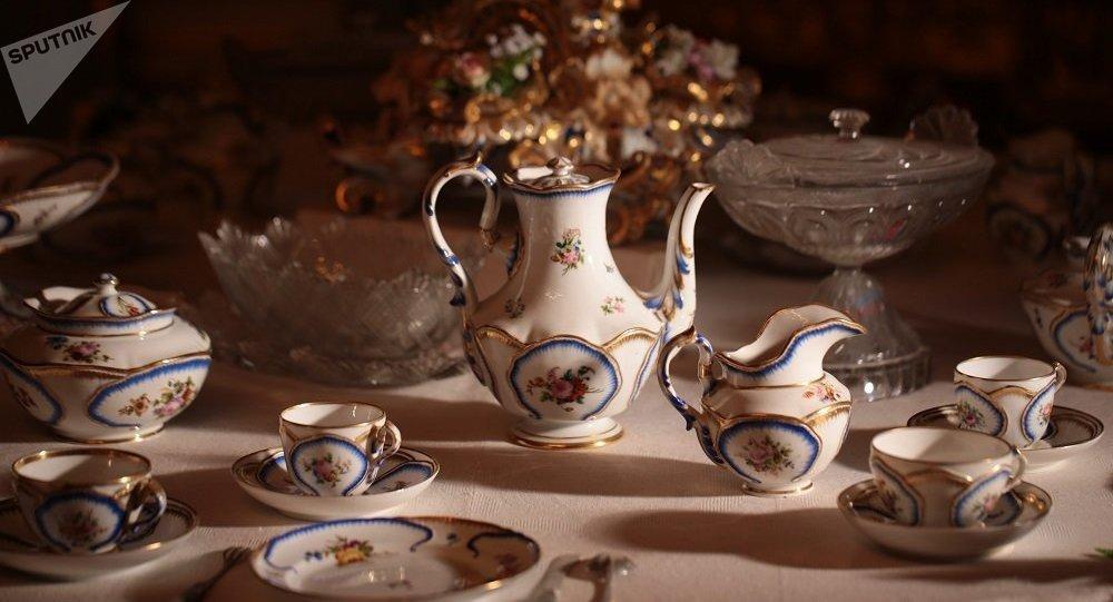 尼古拉一世为彼得夏宫订制的宴会用具(珐琅彩瓷,1848-1853)