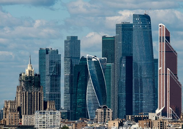 擦窗工人从莫斯科国际商务中心摩天大楼第30层坠地身亡