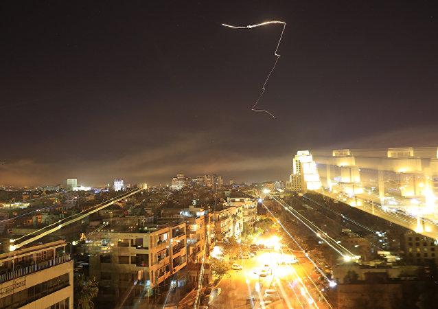 軍方消息人士稱,敘防空系統在霍姆斯省西部攔截了多枚導彈。