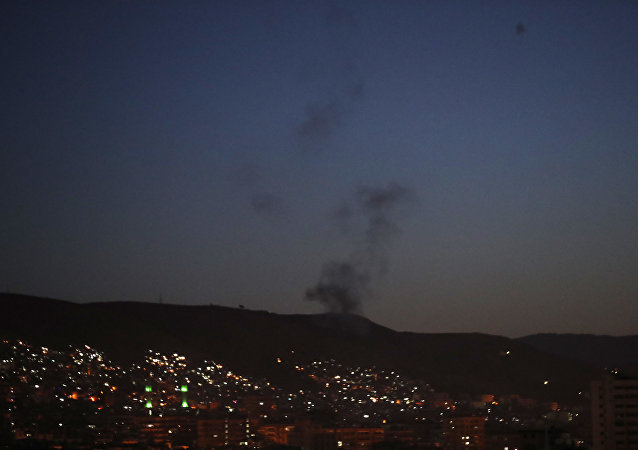 至少10人在联军空军空袭中遇难