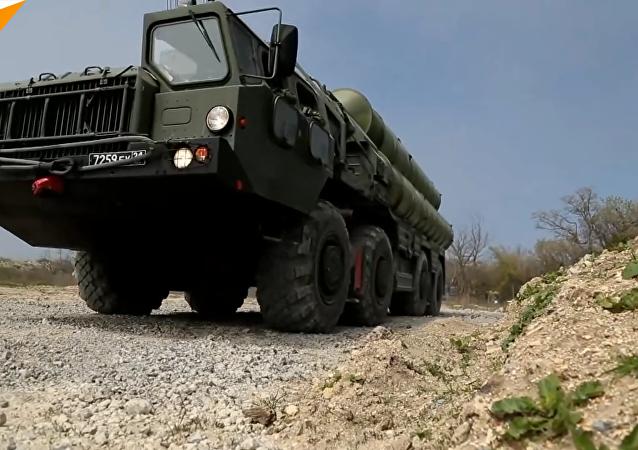俄罗斯在防空演习期间举行S-400防空导弹系统部署演练