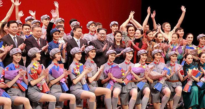 金正恩觀看中國藝術團演出芭蕾舞劇《紅色娘子軍》