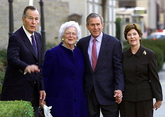 特朗普称赞前美国第一夫人芭芭拉•布什在捍卫家庭价值方面的作用