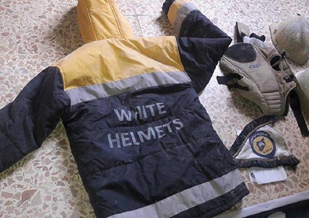 """""""白头盔""""的工作服"""
