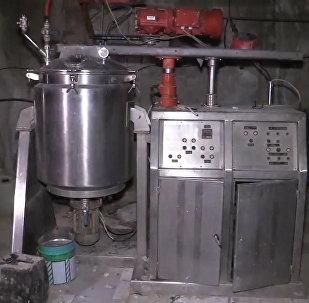 俄軍在敘利亞杜馬市發現武裝分子的化學品倉庫