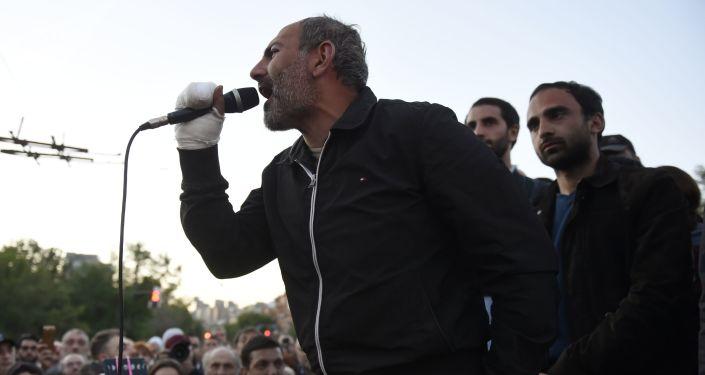 亚美尼亚反对派议员尼科尔·帕希尼扬