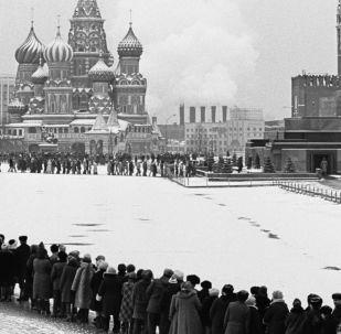 德國傑出球員為瞻仰列寧墓冰天雪地排隊三小時