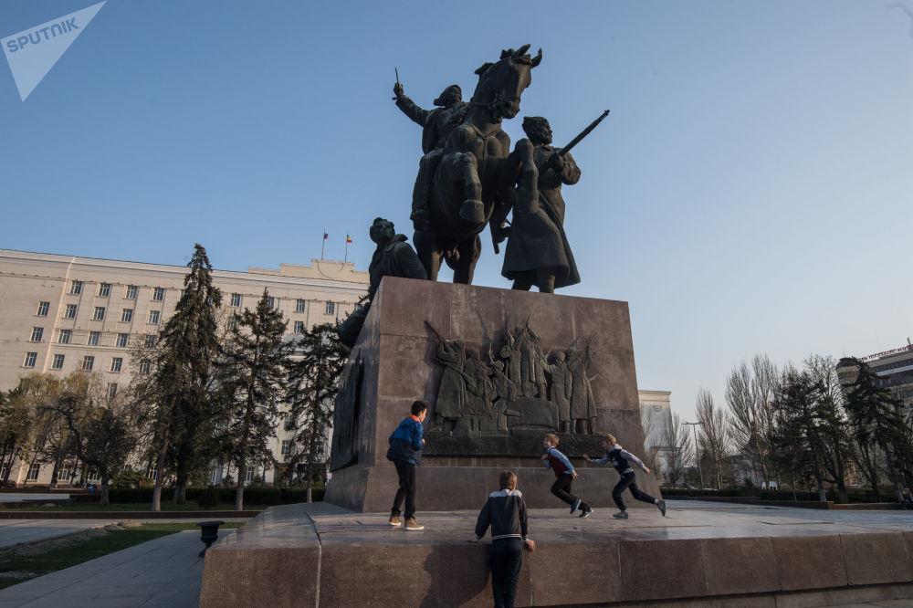 紀念1920年從白軍手中獲得解放的頓河畔羅斯托夫解放紀念碑