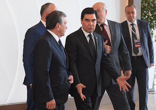 库尔班古力•别尔德穆哈梅多夫与沙夫卡特•米尔济约耶夫