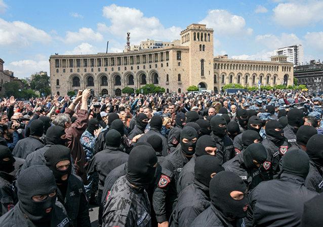 亚美尼亚反对派恢复在首都的抗议活动