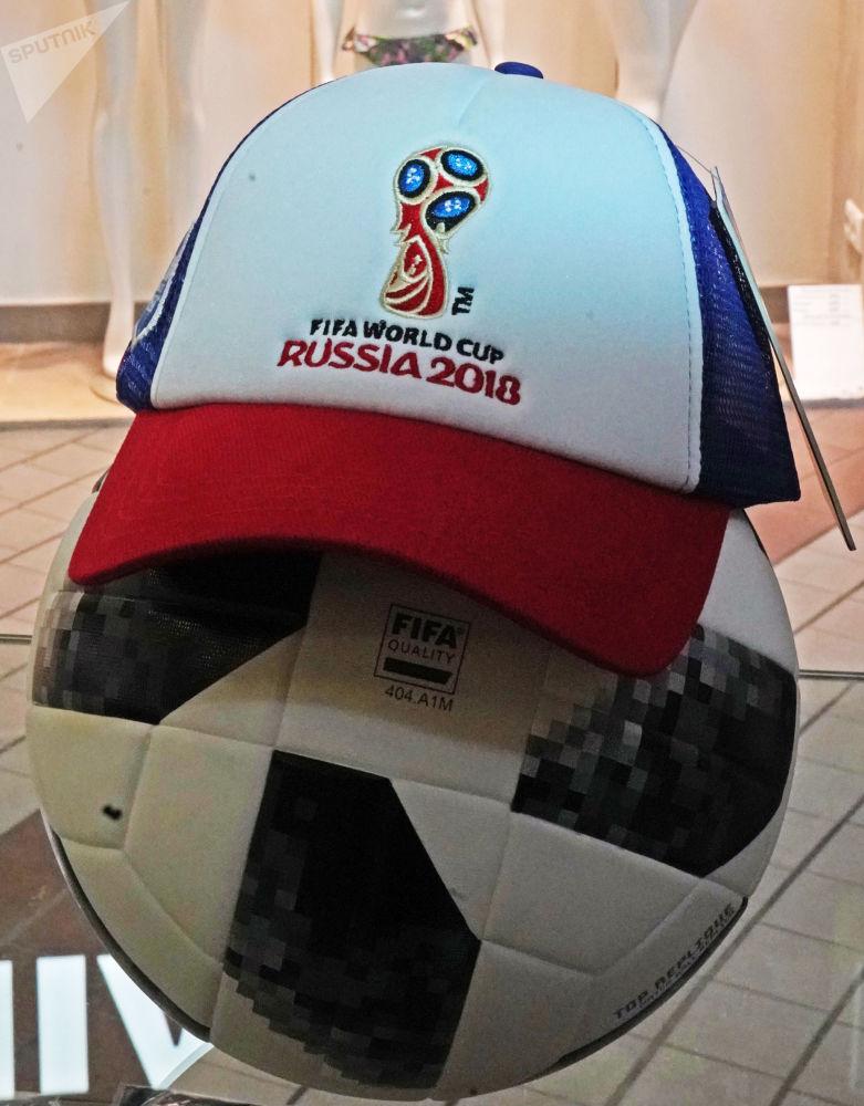 足球和球迷帽