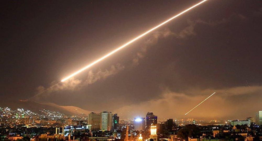 """俄军总参谋部称,美国昂贵的""""智能""""导弹在打击叙利亚时击中了与军队毫无共同之处的经济设施"""