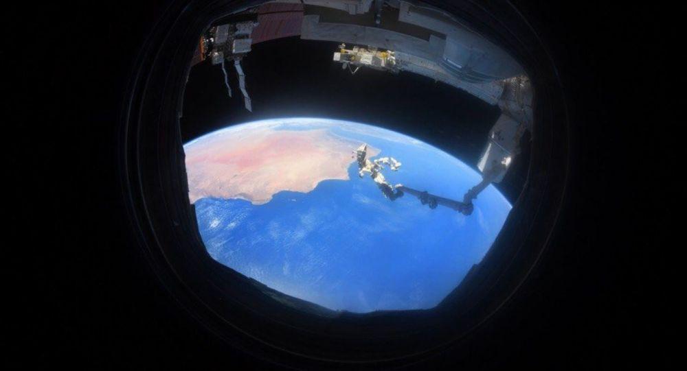亿万富翁布兰森准备作为游客飞往太空