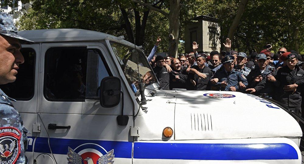 亚美尼亚反对派无意停止抗议活动