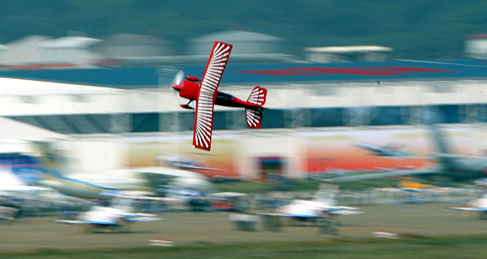 美国红鹰特技飞机