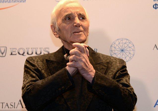法国传奇歌唱家查尔斯·阿兹纳乌尔