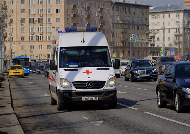 Автомобиль скорой медицинской помощи на дороге в Москве
