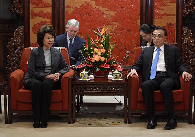 国务院总理李克强26日会见美国运输部长赵小兰
