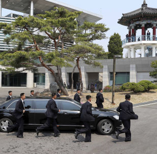 金正恩:朝鲜交通不太好