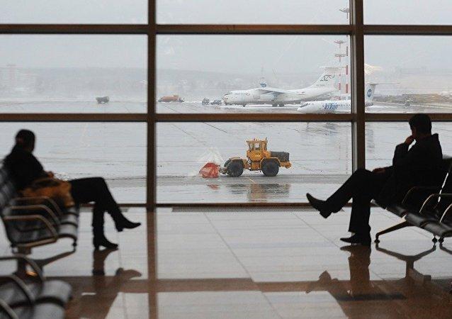 莫斯科多家机场出台新规 禁止在候机厅座椅卧躺