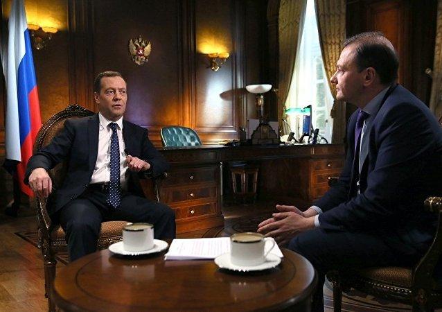 俄總理:俄發展本國經濟時會考慮美國制裁的長期持續性
