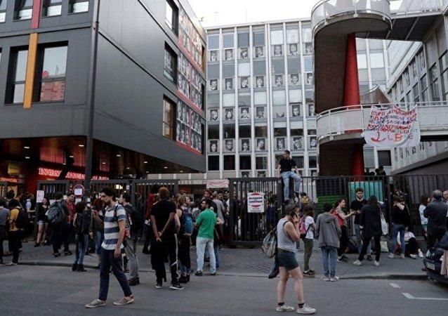 巴黎一所大學里約50人被疏散