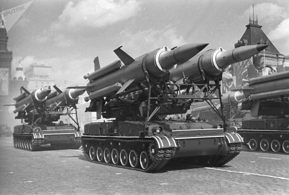 1967年莫斯科紅場閱兵隊伍。