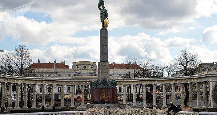 維也納市中心,施瓦岑貝格廣場紀念碑