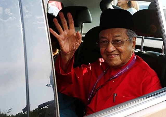 马来西亚前总理涉嫌散布虚假新闻被调查