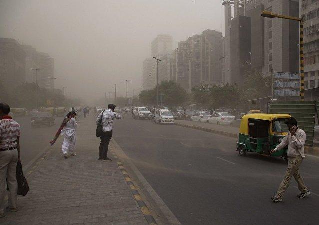 印度北部一天內因沙塵暴和暴雨有約100人死亡