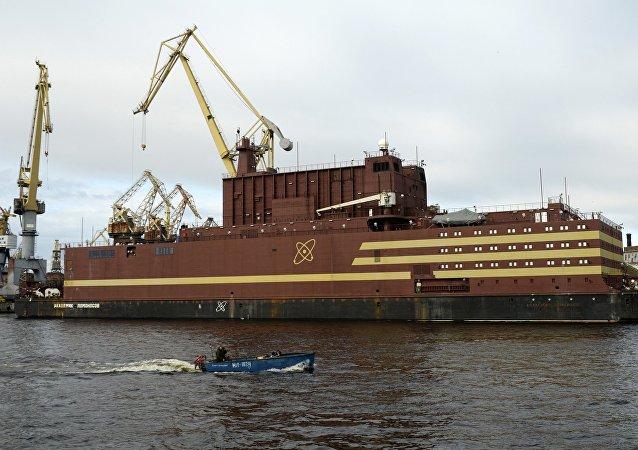 「羅蒙諾索夫院士」號浮動核電機組