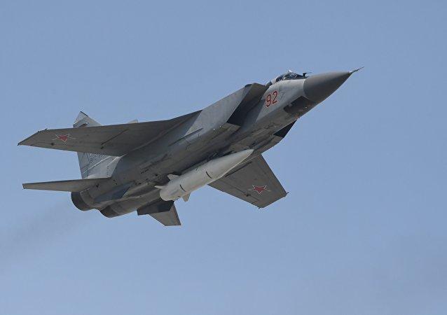 """俄国防部:配备""""匕首""""的米格-31已在黑海和里海上空执飞380多架次"""