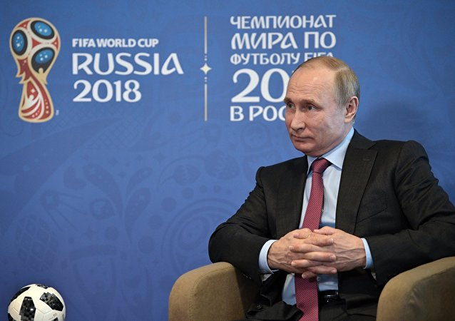 Президент РФ Владимир Путин во время беседы с президентом FIFA Джанни Инфантино в Сочи