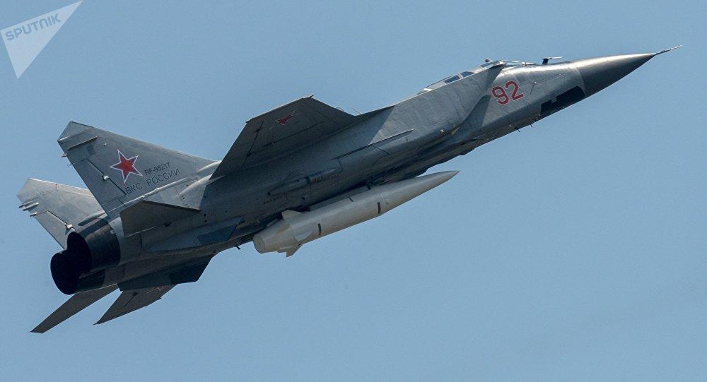 """米格-31K携带最新型高超音速导弹""""匕首"""""""