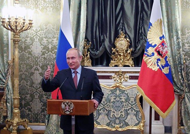 普京:確保政府工作的連續性非常重要