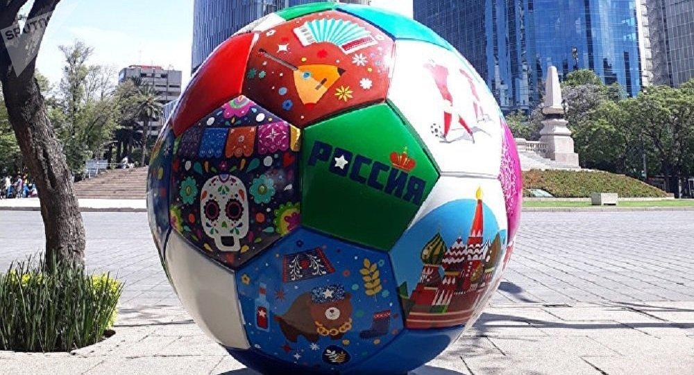 2018年世界杯前夕巨大足球模型将从墨西哥运往俄罗斯