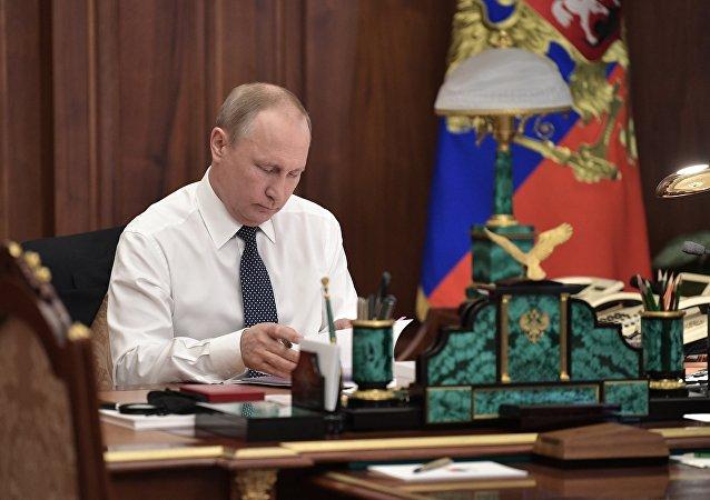 普京称,我强烈地认识到自己对人民和国家的巨大的责任